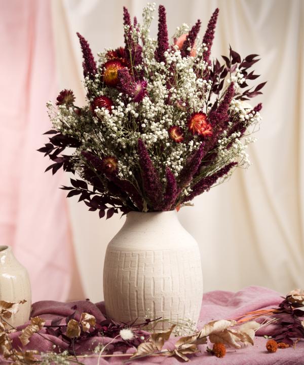 Ručne točená hlinená váza Heaven s nekonečnou kyticou Red Love