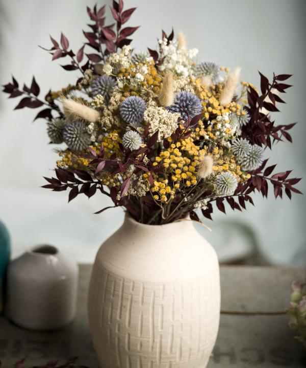 Kytica zo sušených kvetov Blue Monday vo váze