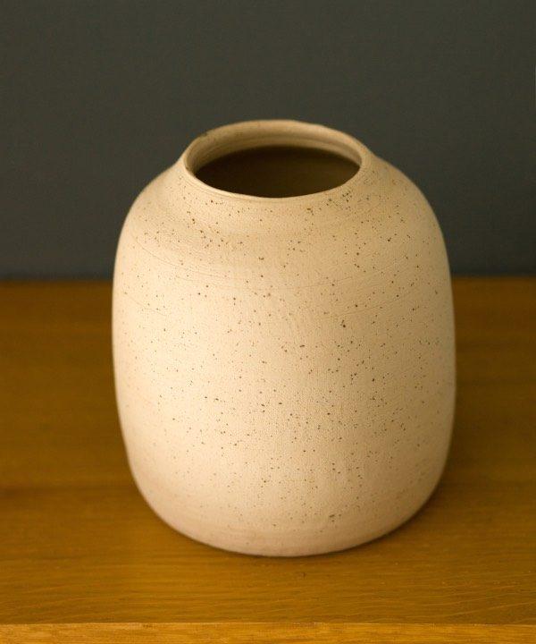 Ručne vyrábaná váza z kameniny - detial