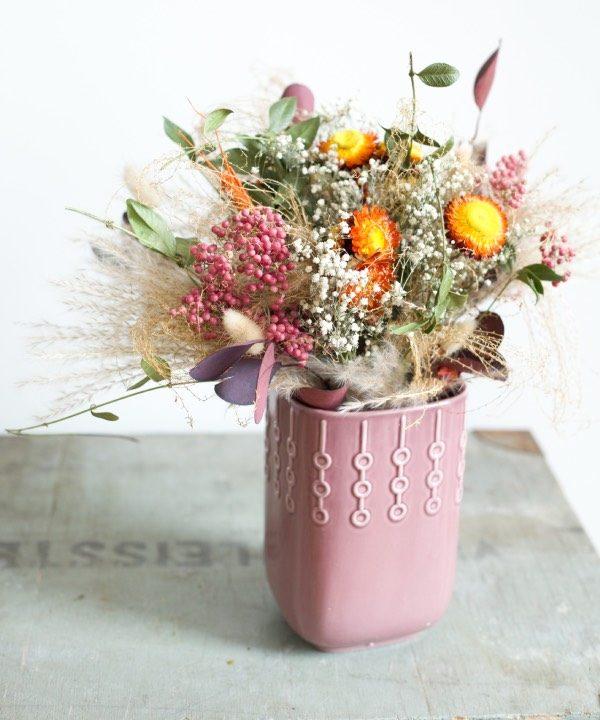 Zátišie s kyticou zo sušených kvetov Madam Pampa