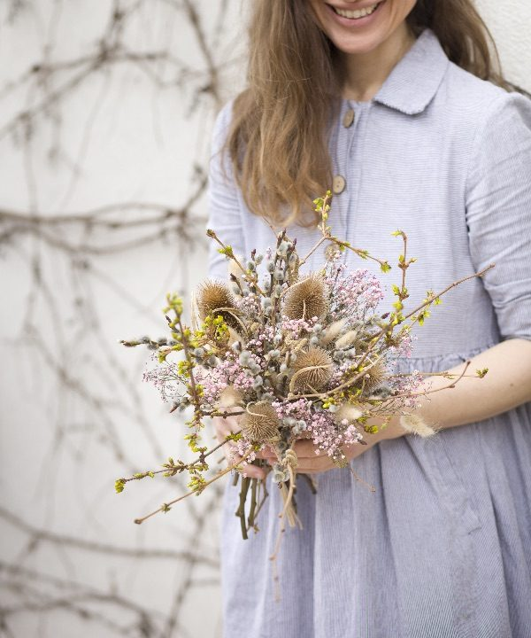 Kytica zo sušených kvetov Welcome Spring v náručí
