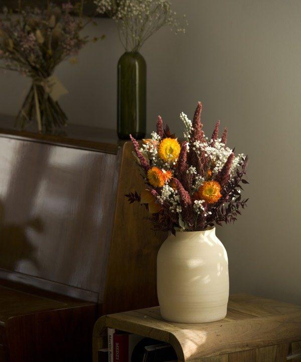 Handmade hlinená váza Queen v interiéri