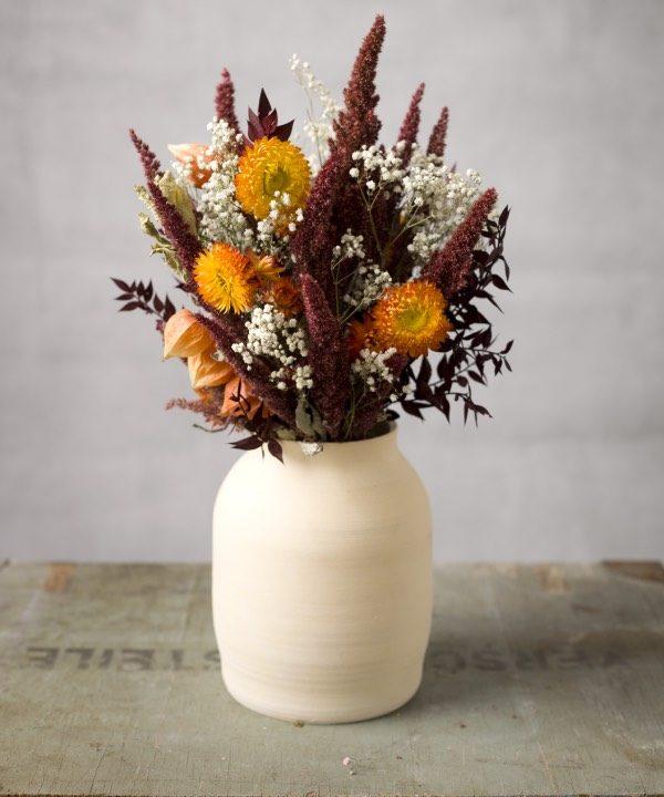 Ručne robená hlinená váza Queen s kyticou zo sušených kvetov