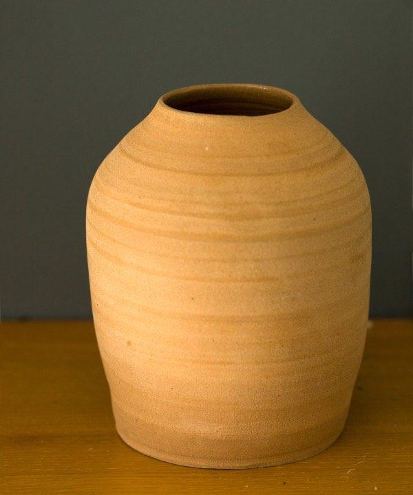 učne vyrábaná hlinená váza Terra detail